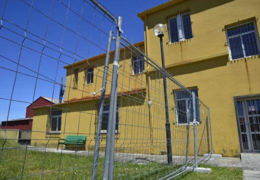 Arranque das obras para a ampliación da antiga escola unitaria de Corrubedo