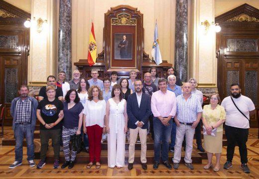 """Emprego entrega os diplomas aos alumnos do obradoiro """"capela de San Amaro"""""""