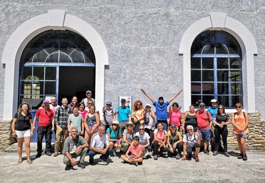 Unha trintena de persoas participan na ruta polo Río Vilacoba con Galicia Senderismo