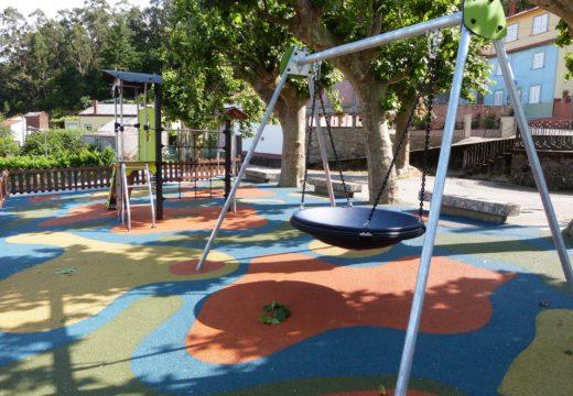 O Concello de Lousame inicia a construción dun novo parque infantil no Sanguiñal (Tállara), no que inviste máis de 44.000 euros