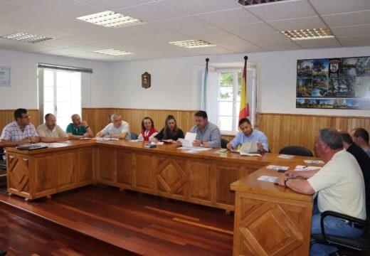 O Pleno de Frades permite a conformación dos grupos municipais do PSOE e do BNG a pesar de que o solicitaron fóra de prazo