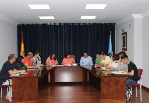 Lousame aproba a dedicación exclusiva da alcaldesa e dúas dedicacións parciais para os dous primeiros tenentes de alcaldesa