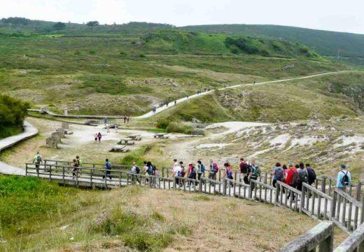 Medio cento de veciños e veciñas de Brión cubriron esta fin de semana a primeira etapa da Ruta dos Faros, entre Malpica e Niñóns