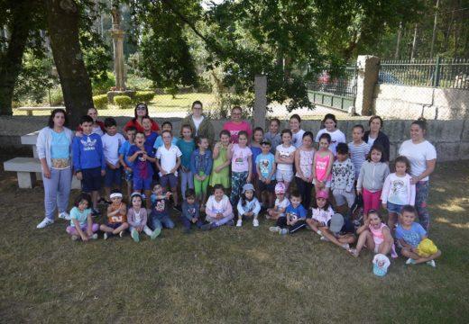 Sesenta nenos e nenas de Touro xa desfrutan do Xullo Lúdico