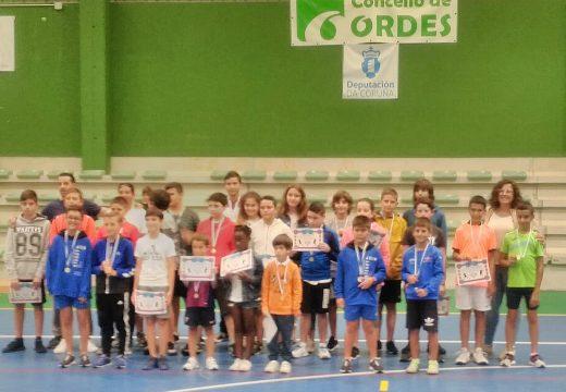 A concelleira de Deportes, Ana Soneira, compartea última xornada cos alumnos e alumnas de tenis