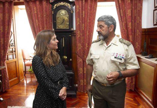 Inés Rey visita en Capitanía o xeneral xefe da Forza Loxística Operativa (FLO)
