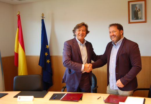 Asinado o convenio de colaboración entre a Xunta e o concello de Ponteceso para a construción dunha pista de pádel en Corme