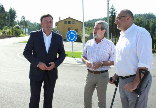 A Deputación remata as obras da rotonda do CPI de Atios e avanza na ampliación da estrada que conecta Valdoviño e Cerdido