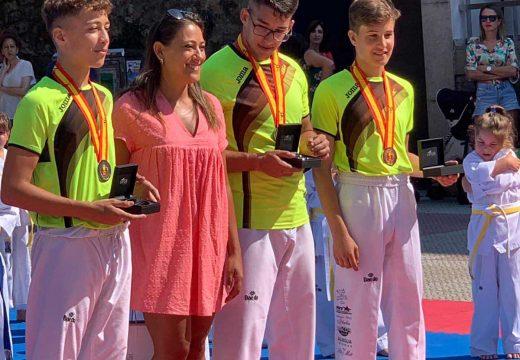 O Concello de Noia homenaxea aos tres taekwondistas do Club Maniotas que lograron medalla nos Campionatos de España