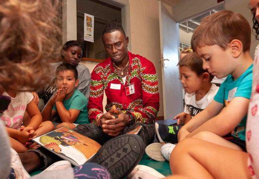 SOS Racismo explícalle o significado de «diversidade» á rapazada da Aldea de Verán