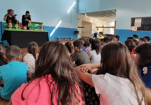 Medio cento de cativas e cativos participaron na sesión do programa Ler Conta Moito da Biblioteca Municipal de Boqueixón