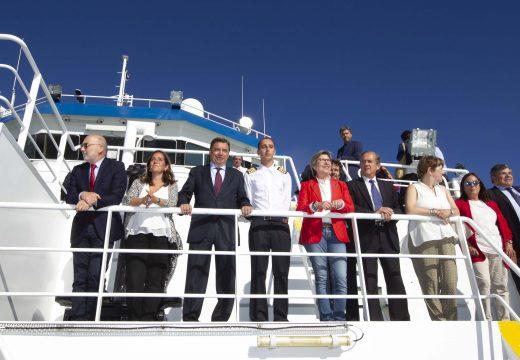 """Inés Rey acompañou o ministro de Agricultura e Pesca na súa visita ao buque de investigación oceoanográfica """"Miguel Oliver"""""""