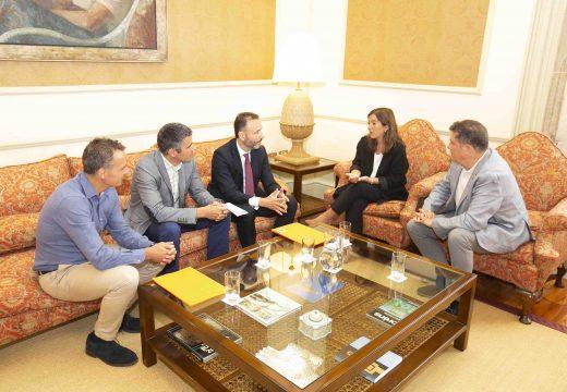 Inés Rey salienta o compromiso do Concello co baloncesto e o deporte de base