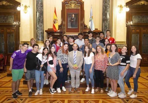 O alumnado do Instituto Arxentino Santiago Apóstol visita María Pita