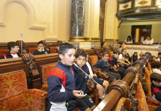 O alumnado da Grande Obra de Atocha demanda melloras nun pleno infantil sobre mobilidade