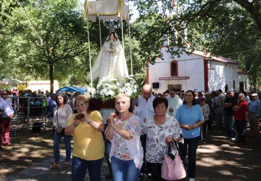 A Romaría das Virtudes reúne a milleiros de persoas de toda a provincia en Vitre (Frades)