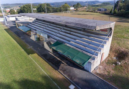 Moeche reserva preto de 116.000 euros para reparar as bancadas do campo de fútbol municipal