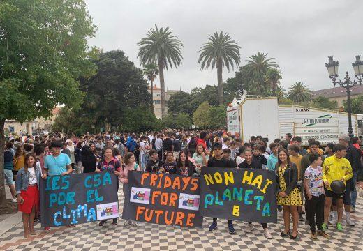 """A mocidade de Noia súmase á iniciativa """"Fridays for future"""" e reclama respecto ao medio ambiente e acción contra o cambio climático"""