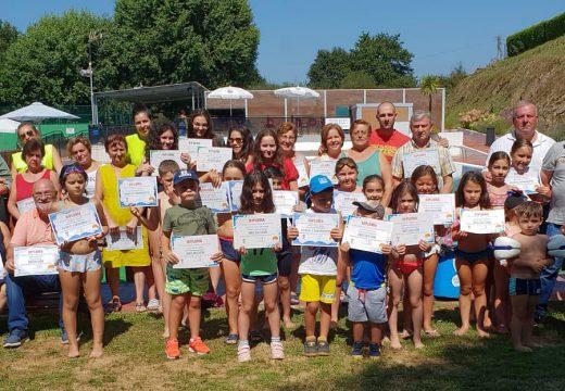 Un total de 45 persoas participaron nos cursos de natación do Concello de Frades