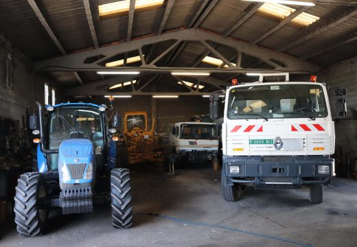 O Concello de Brión inviste 45.000 euros nun novo camión de rego asfáltico para a súa brigada municipal de obras
