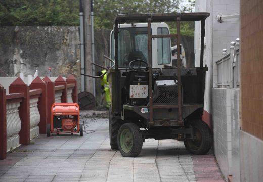 Comezan as obras de renovación das liñas de saneamento nas rúas Delicias e Dunas na localidade de Corrubedo