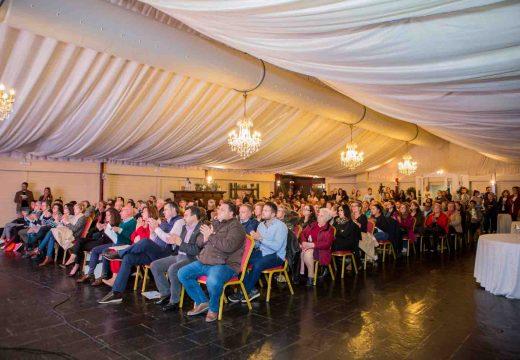 Centos de persoas asisten á estrea do documental Murmurios de silencio