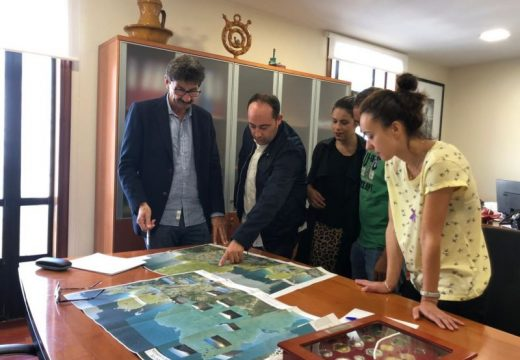 José Manuel Pequeño e Walter Pardo analizan o proxecto da Senda dos Faros de Malpica