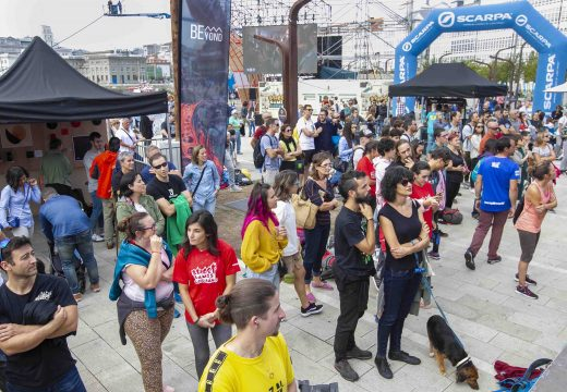 Centos de persoas gozan dos deportes urbanos na Street Games Coruña que se celebra no Parrote
