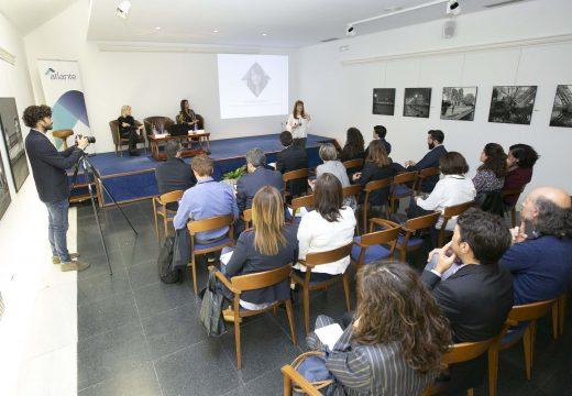 """Eva Acón: """"As administracións públicas deben ter a cidadanía como eixo da acción pública, coma a prioridade do investimento social"""""""