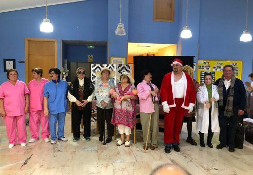 O Club de Maiores de Boqueixón representou onte a súa obra 'Urxencias' na residencia de Codeso