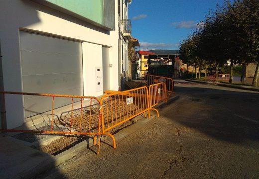 O Concello de Noia repara varios tramos de beirarrúas na parroquia de Barro