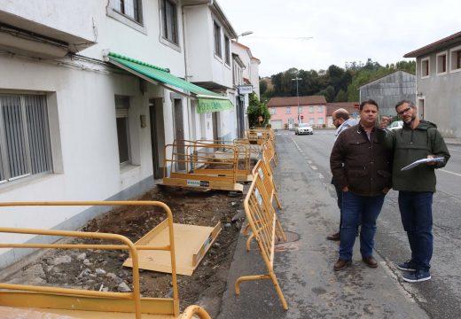 Comezan en Frades as obras de reparación e mellora das beirarrúas entre o núcleo de Ponte Carreira e o colexio