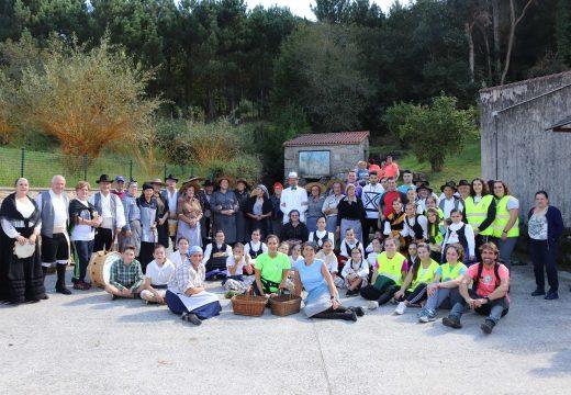 """Máis de 350 persoas participaron en Lousame na ruta teatralizada """"Camiño do mercado"""""""
