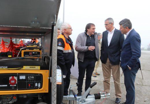 A Xunta entrégalle a Protección Civil de Lousame un remolque totalmente equipado con material de emerxencias