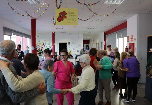 Máis de cincuenta persoas gozaron do Magosto no centro de día de Lousame