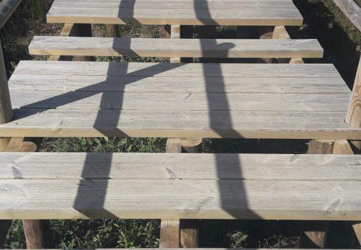 O concello de Riveira denuncia o roubo de táboas no paseo de Pinisqueira