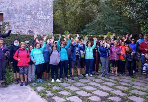 """Unha trintena de persoas participa na ruta de Galicia Sendeirismo """"Cores de outono"""" polo Río Vilacoba e as minas de San Finx"""