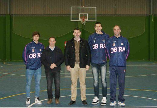 Xogadores do Monbus Obradoiro CAB visitan o CEIP Castelao