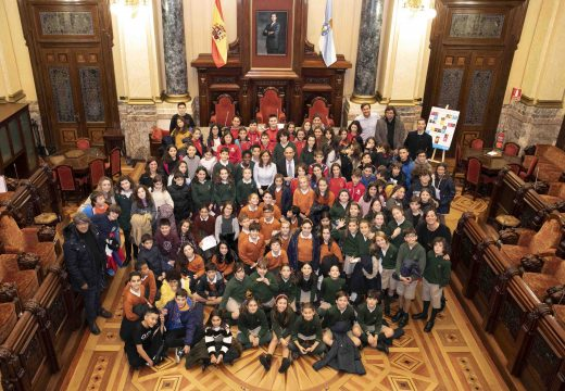 As voces das nenas e dos nenos escóitanse no pleno coruñés