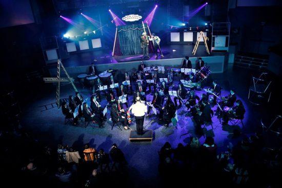 Arredor de 200 persoas, na comedia musical A Gata con Zocos, que fusionou en Touro o teatro da Cova das Letras coa música da Banda Isabel II