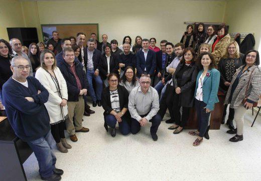 Ovidio Rodeiro visita o obradoiro de emprego de Mugardos que formará a 20 alumnos en atención sociosanitaria e carpintería