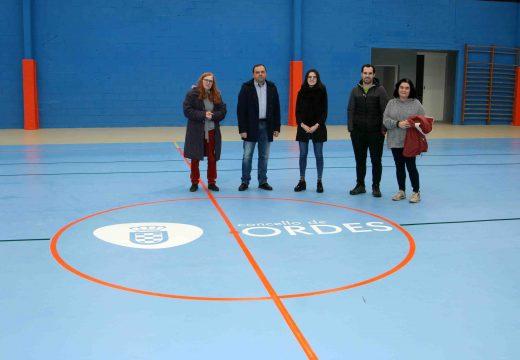 Rematadas as obras de acondicionamento e reforma do pavillón polideportivo no Mesón do Vento por importe de uns 235.500 euros.