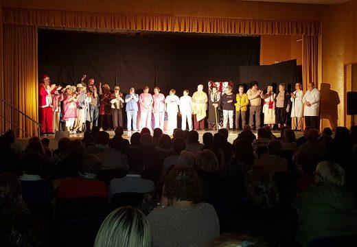 Máis de 120 persoas asistiron ao novo pase da obra Urxencias do Club de Maiores de Boqueixón, representada dentro do Ciclo de Teatro de Outono