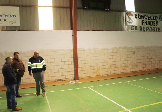 O Concello de Frades inicia as obras de mellora dos polideportivos de Ponte Carreira e Abellá, nas que inviste máis de 72.000 euros