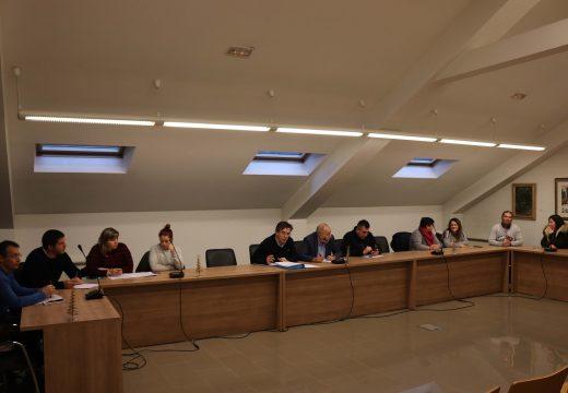 """O Pleno de Brión aproba por unanimidade o """"POS+2020"""" e o Plan Complementario 2020, que destina 316.000 euros a obras e case 218.000 euros a gasto corrente"""