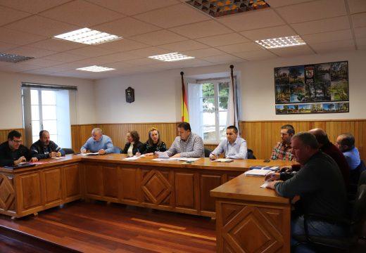 O Pleno de Frades aproba o POS+ 2020, que destina máis de 245.000 euros a obras e 176.000 euros a gasto corrente