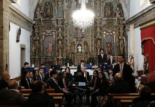 A asociación cultural Prudencio Romo de Lousame celebrou Santa Cecilia cun concerto na igrexa de San Pedro de Tállara