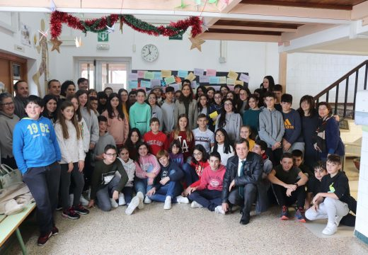 Carmen Pomar conmemora o Día dos Dereitos humanos co alumnado do CPI Plurilingüe Cernadas de Castro de Lousame