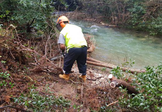A Xunta executa actuacións de conservación e limpeza nos treitos interurbanos do río Buxantes ao seu paso polo concello de Cee