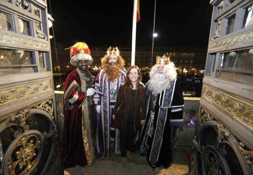 Preto de 130.000 coruñeses e coruñesas acoden a ver a Cabalgata de Reis, en que 150 artistas encheron a cidade da maxia do Nadal
